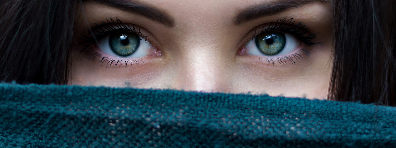 Eye doctor, Woman Eyes Scarf Over Face in Livonia, MI