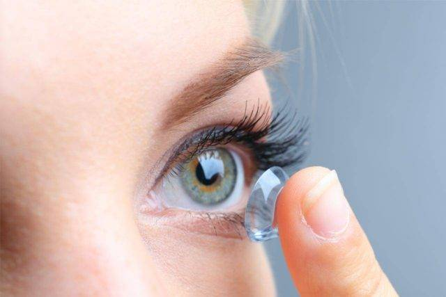 contacts eye close up woman